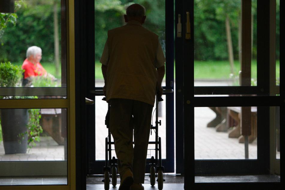 Altenheime sind in der Corona-Krise besonders gefährdet. (Symbolbild)
