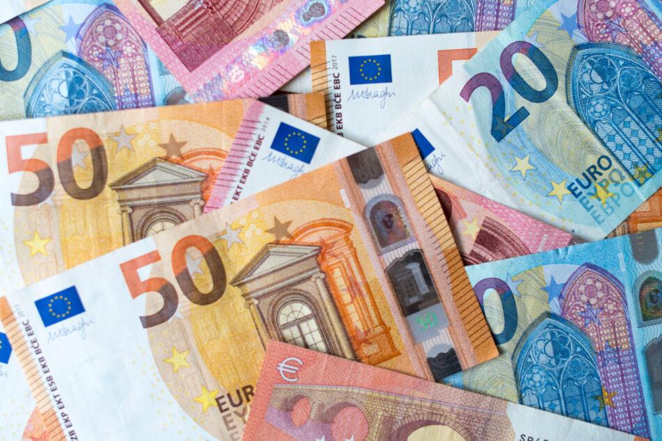 Geldautomat in die Luft gejagt: Täter entkommen mit Beute