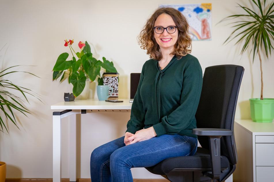 Karin Matko (32) von der TU Chemnitz hat die zehn besten Yoga-Übungen für Menschen im Homeoffice zusammengestellt und Videos zum Nachmachen produziert.
