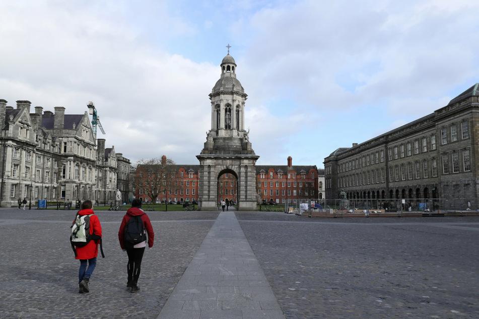 Der Platz vor dem Trinity College in Dublin. Schon bald dürfte es wieder mehr Touristen geben, denn Irland öffnet seine Hotels.