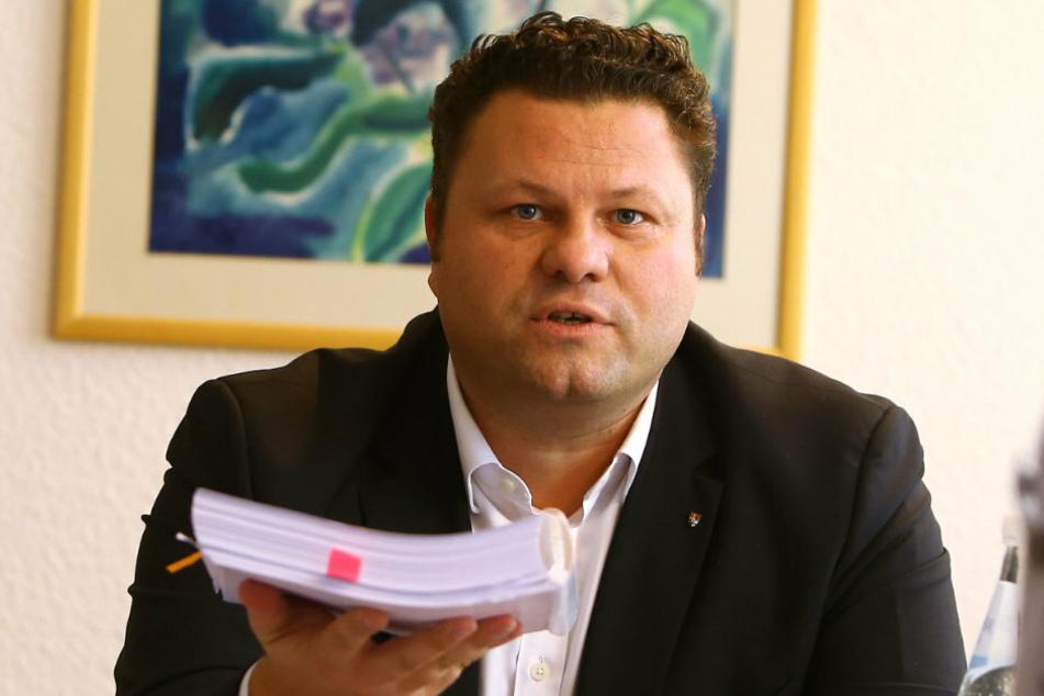OB Lars Kluge (42, CDU) will seine 22 Stadträte genauer unter die Lupe nehmen.