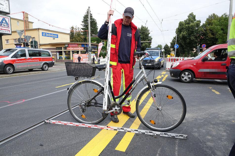 Ein Mitarbeiter der Verkehrsunfallsicherung vermisst das Fahrrad.