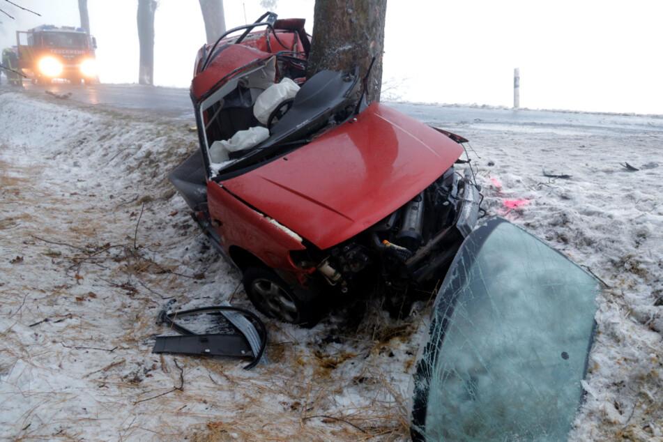 Ein VW-Fahrer (35) ist am Mittwoch bei einem Unfall auf der S201 bei Oederan ums Leben gekommen.