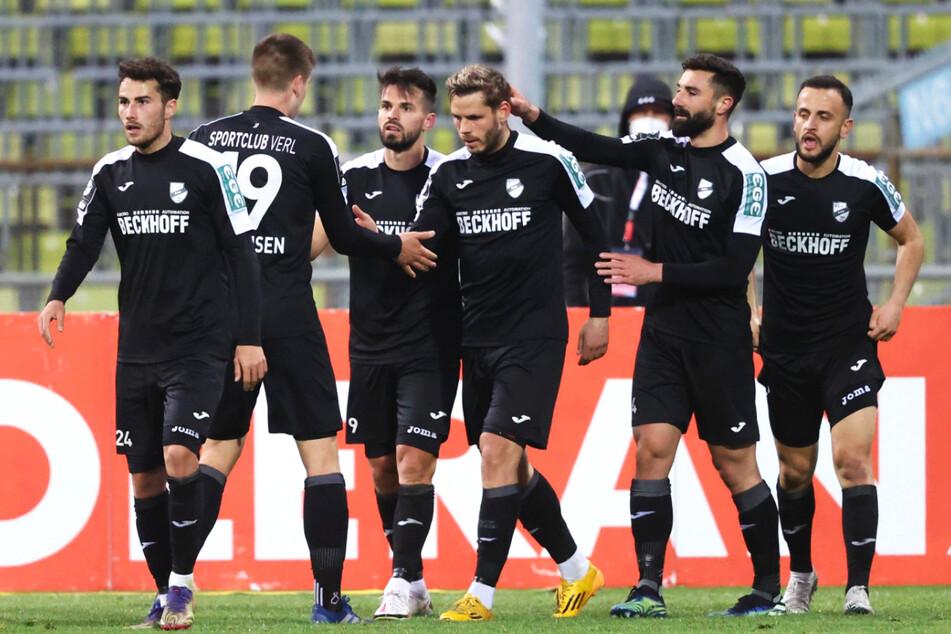 Justin Eilers (32, 3.v.r.) schoss den SC Verl bei Türkgücü München zum 2:1-Auswärtssieg.