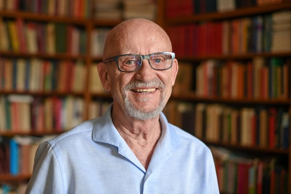 Der Sexualwissenschaftler und Schwulenvordenker Martin Dannecker (78) hält die Corona-Krise für wenig vergleichbar mit der HIV- und Aids-Pandemie.