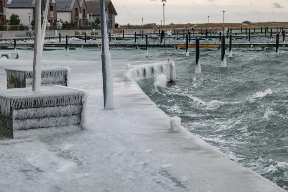 Eisige Sturmflut trifft die Ostsee-Küste, dann kommt viel Schnee