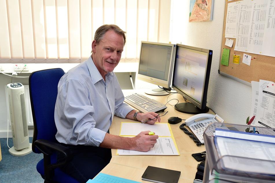 Lutz Steinert (61) vom Schulamt lobte die Umsetzung der Testpflicht an den Grundschulen.