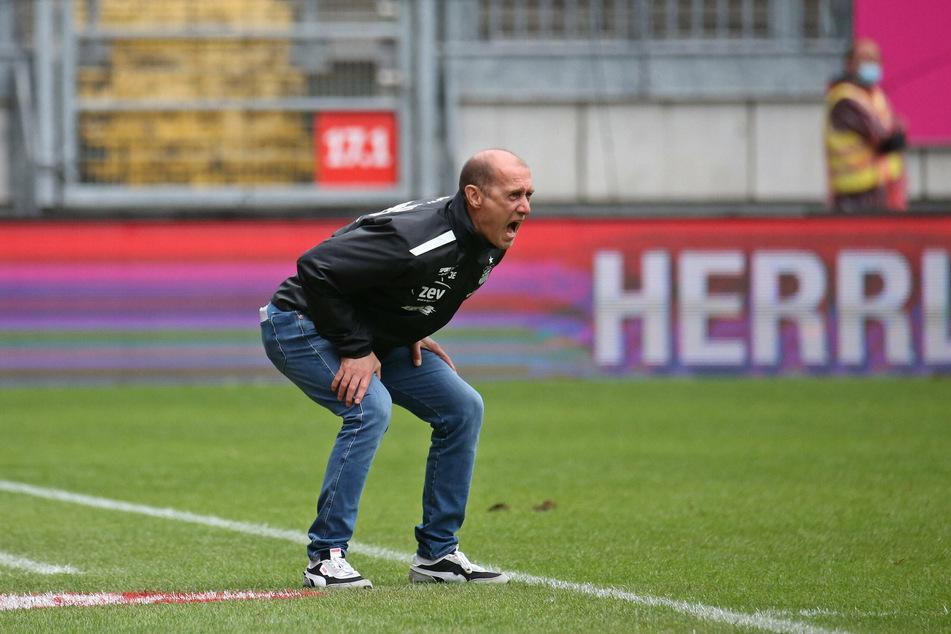 Zum Niederknien: FSV-Trainer Joe Enochs (50) wartet noch immer auf den ersten Sieg.