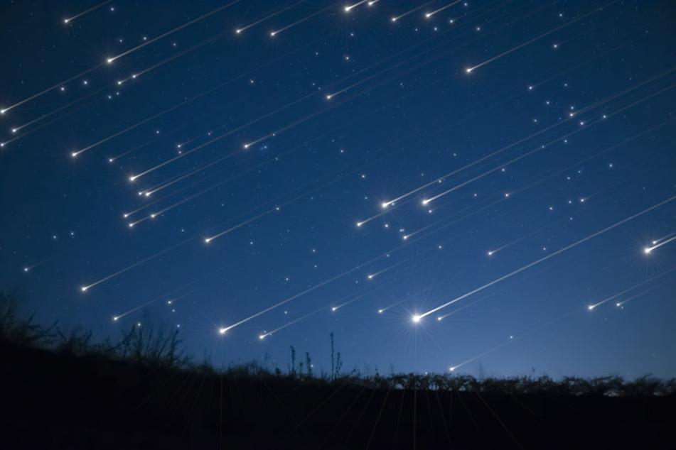 Dank der Perseiden ist die Wahrscheinlichkeit groß, Mitte August viele Sternschnuppen sehen zu können (Symbolbild).