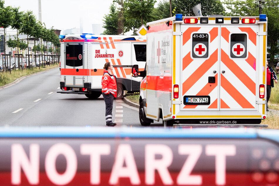 Schwerer Unfall: Rentner (84) fährt offenbar bei Rot, Kind (4) stirbt