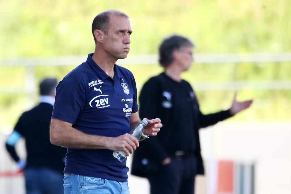 Muss seine Abwehr schleunigst dicht bekommen: FSV-Coach Joe Enochs.