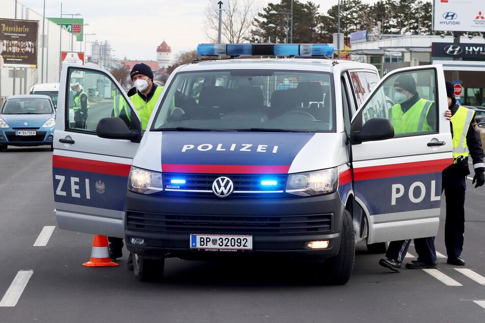 Die Polizei wollte nur einen Mann vernehmen, dann fiel ein Schuss (Symbolbild).