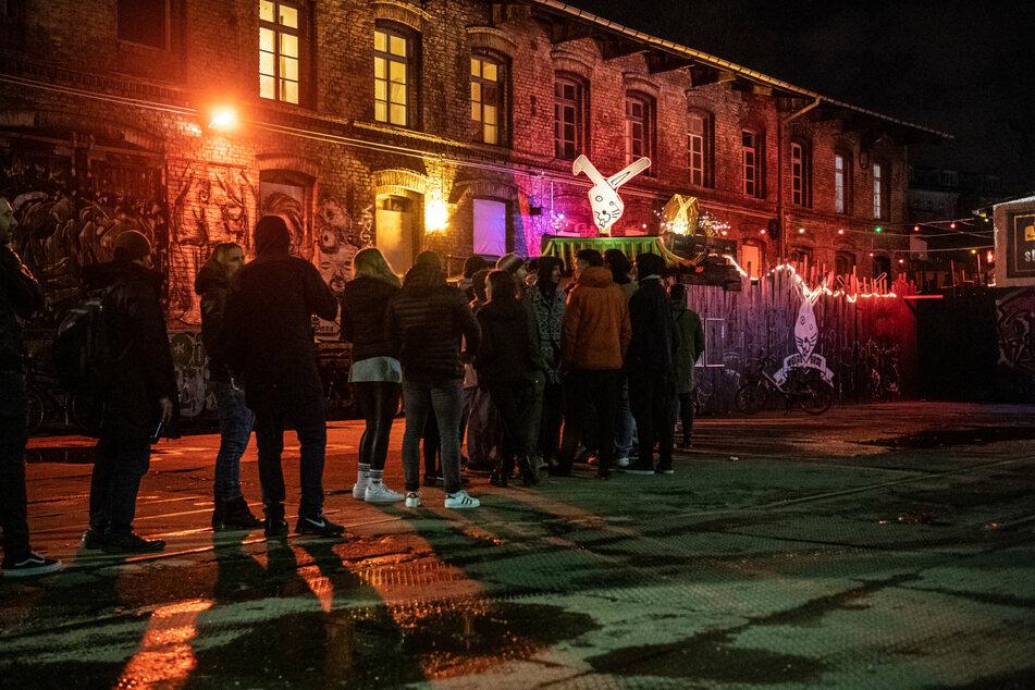 Das RAW-Gelände ist mit seinen zahlreichen Clubs bei Party-Touristen aus aller Welt sehr beliebt. (Archivbild)