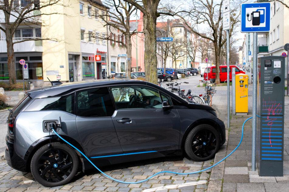 Fast jedes fünfte Fahrzeug! Warum kaufen plötzlich alle Elektroautos in Bayern?