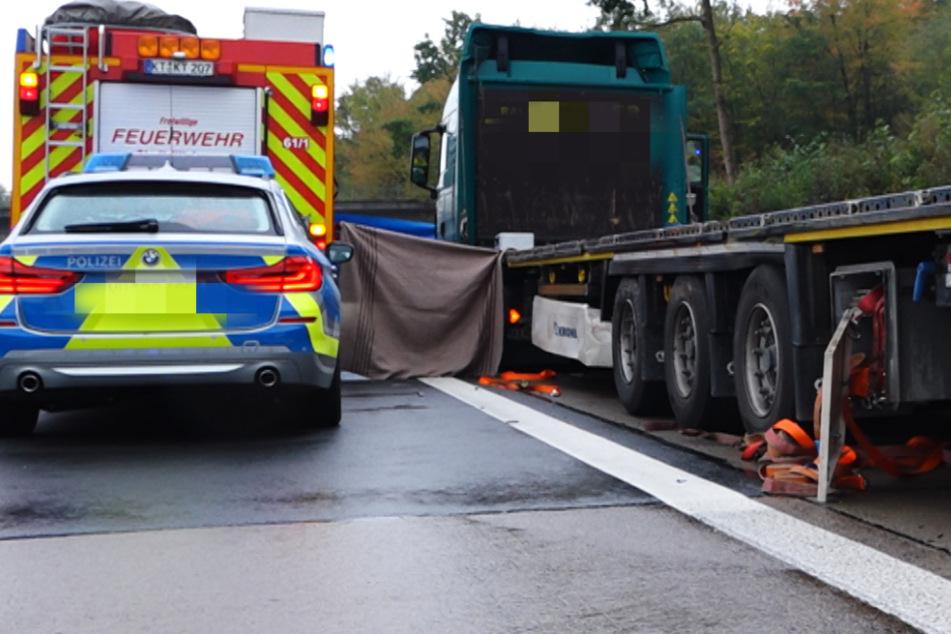 Lkw stoppt nach Panne auf Standstreifen der A7: Für den Fahrer endet es tödlich