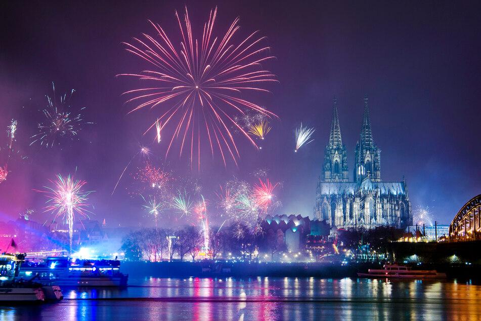 Zum Jahreswechsel sind in NRW laut Corona-Schutzverordnung öffentlich veranstaltete Feuerwerke untersagt.