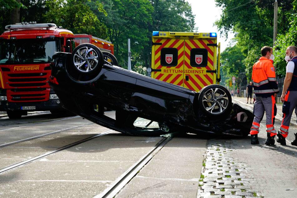 An der Unfallstelle kommt es derzeit zu erheblichen Verkehrsbehinderungen.