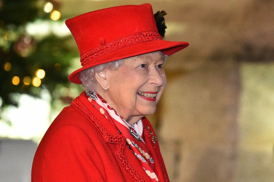 Queen Elizabeth II (94) spends Christmas with Prince Philip (99).