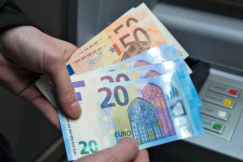 Die Senioren sollten den Betrügern 53.000 Euro zahlen. (Symbolbild)