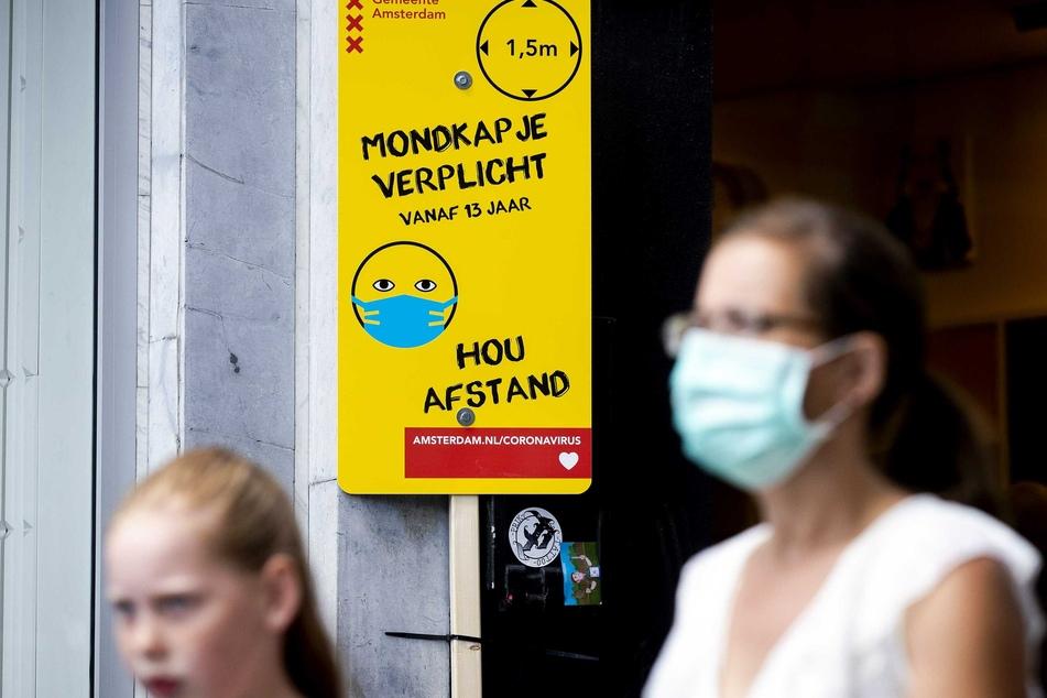 """In den Niederlanden gilt """"Mondkapje verplicht"""" oder auf deutsch übersetzt eben: Maskenpflicht."""