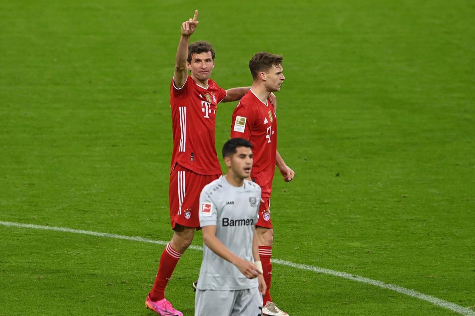 Grund zum Jubeln! Thomas Müller (l.) und der FC Bayern München haben gegen Bayer 04 Leverkusen gewonnen - und liegen auf Titel-Kurs!