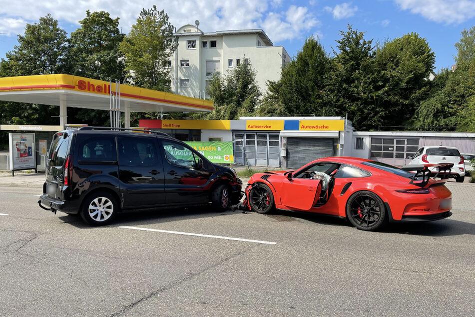 Peugeot-Fahrer übersieht Porsche: 170.000 Euro Schaden!