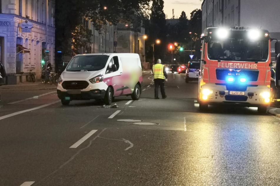 Schwerer Unfall in Leipzig: Lieferdienst-Transporter erfasst 67-Jährige und ihre Enkelin