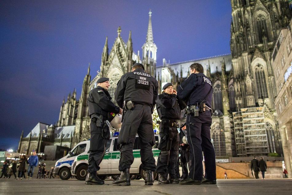 Polizei Köln mit zusätzlicher Hundertschaft in Innenstadt unterwegs