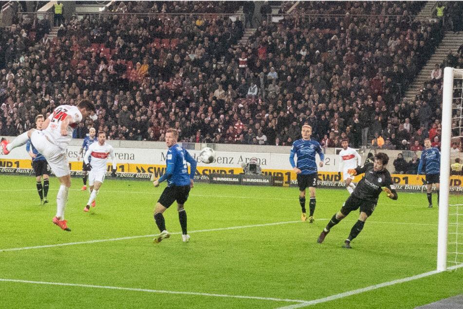 Erzielte Mario Gomez in dieser Situation gegen Bielefeld womöglich den letzten Treffer seiner Karriere?
