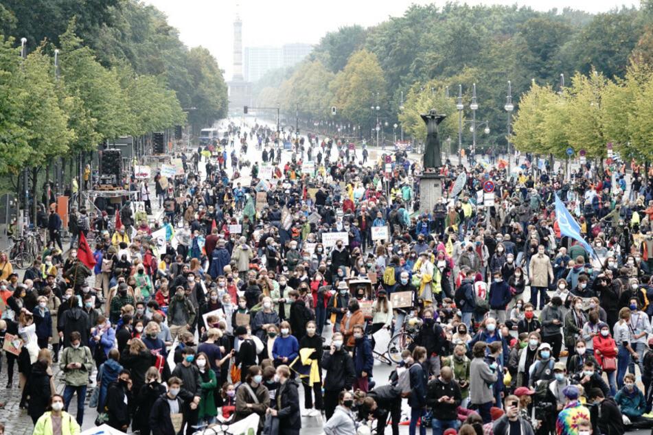 """Tausende """"Fridays for Future""""-Anhänger gehen in Berlin für das Klima auf die Straße"""