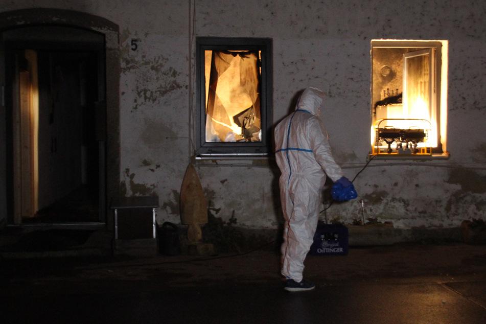 Feuerdrama: Mutter über Balkon gerettet, Sohn stirbt in Flammen