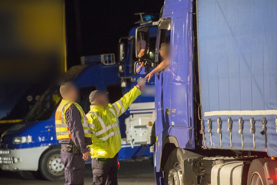Nach Deutschland eingeschleust: Polizei findet Kinder und Jugendliche in Laster