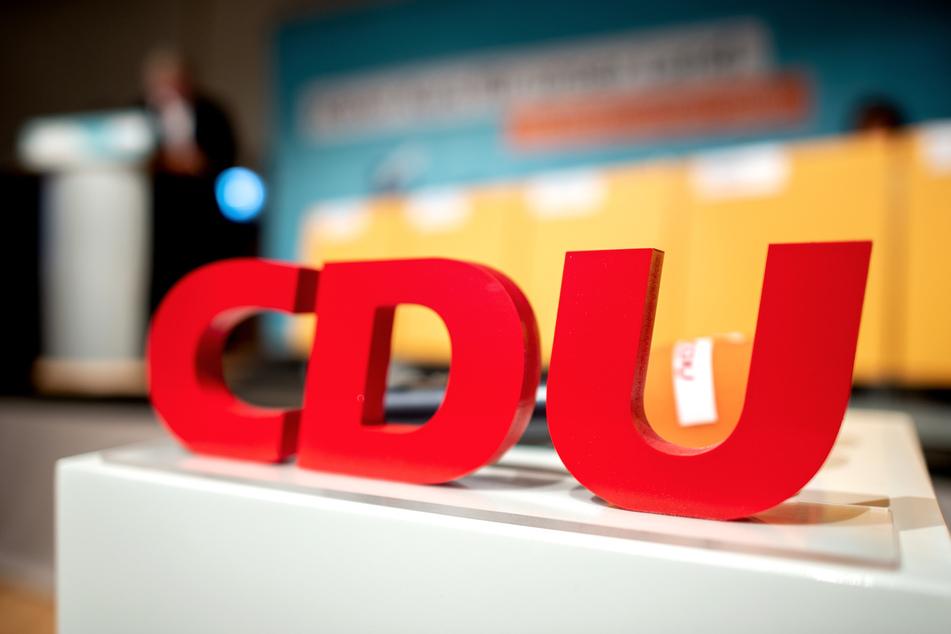 Das CDU-Wahlbüro in Wernigerode wurde mit drei Plakaten beklebt, auf dem ein entblößter AfD-Politiker abgebildet war. (Symbolbild)