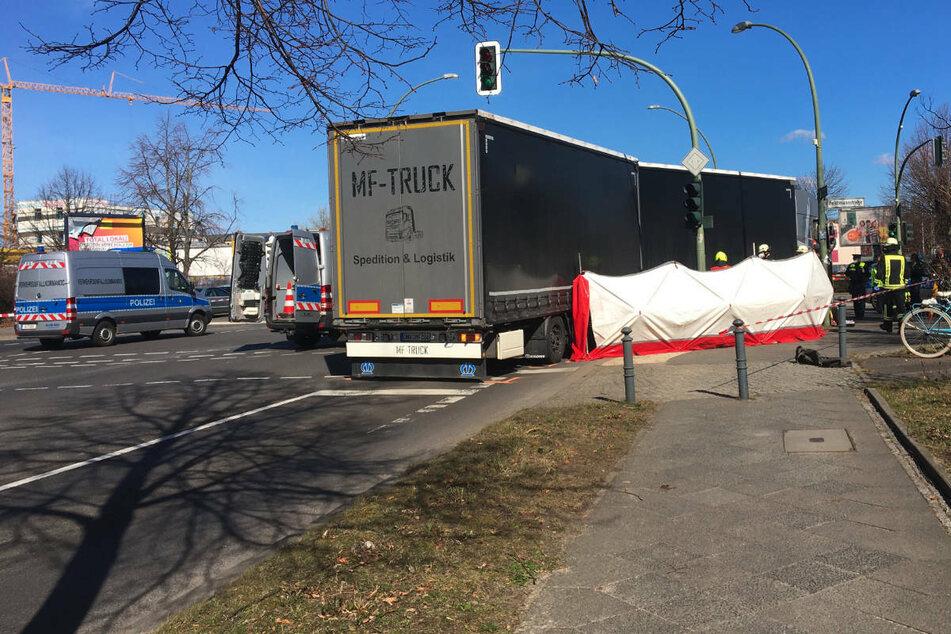 Tödlicher Unfall in Berlin-Weißensee: Lastwagen erfasst Radfahrer