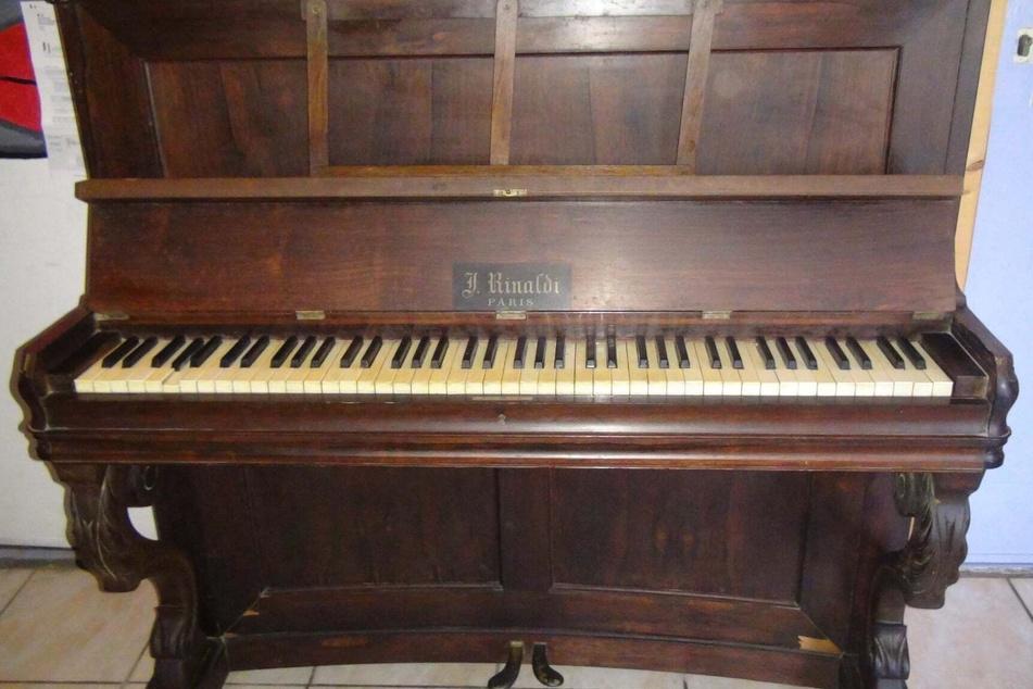 Wem gehört dieses Klavier?