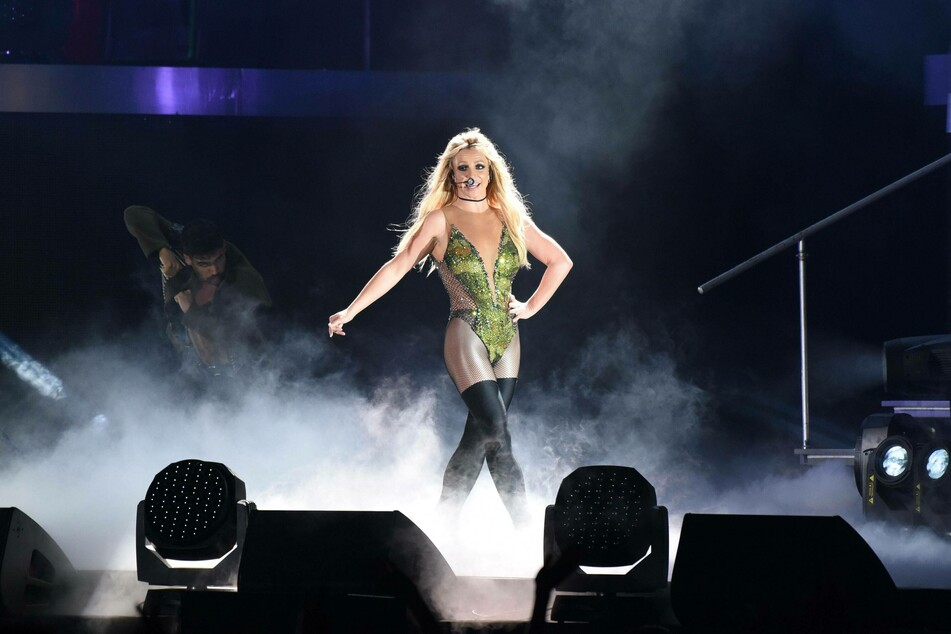 Britney Spears on stage(Photo: imago images / Top Photo Group)