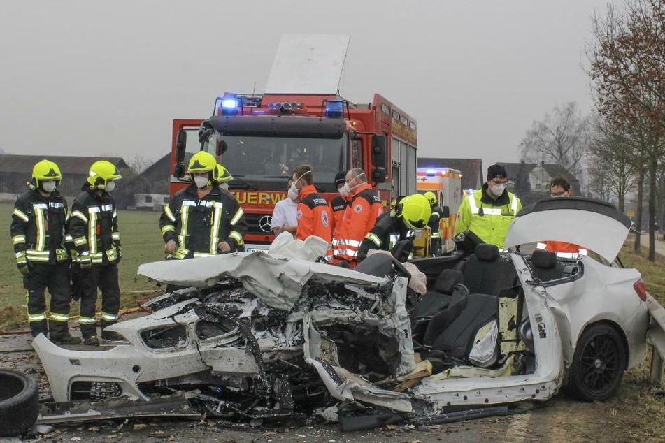 Tödlicher Unfall nach Überholmanöver: BMW-Fahrer (24) kracht frontal in Audi-Fahrerin (†53)