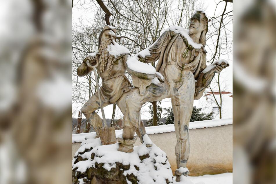 Die lebensgroße Statue im Garten von Schloß Burgk erinnert an die Freitaler Sagengestalt.
