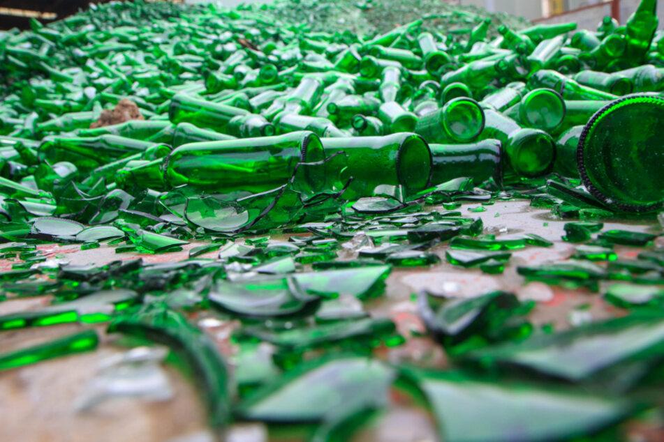 Tausende zerbrochene Weinflaschen sorgen für Stau auf A7