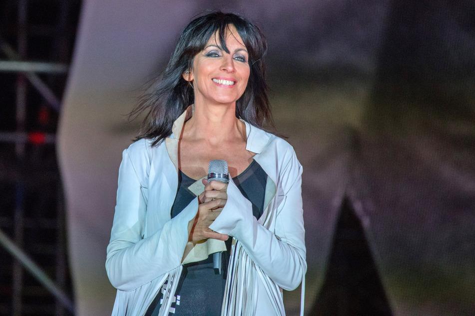 Nena (61) spielte, nachdem sie ihre Liebe im Publikum verteilt hatte, im Sitzen weiter. (Archivbild)