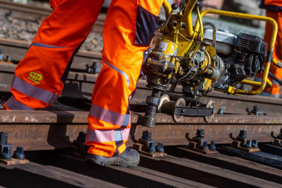 Die Bauarbeiten an den Gleisen der Chemnitztalbahn sollen bis Ende der Woche abgeschlossen sein.