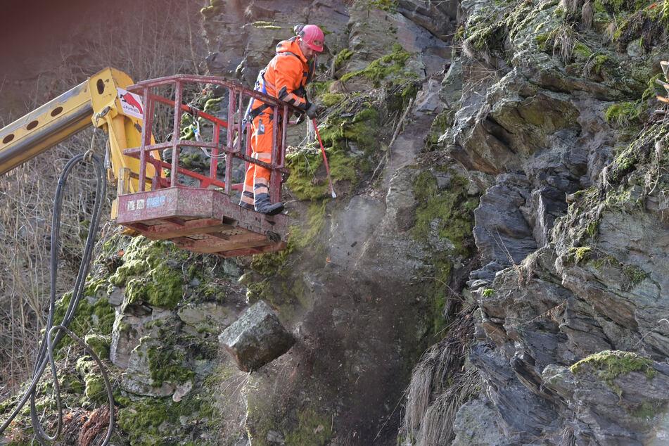 Nach Felssturz: Straße im Erzgebirge bis Ende 2020 voll gesperrt