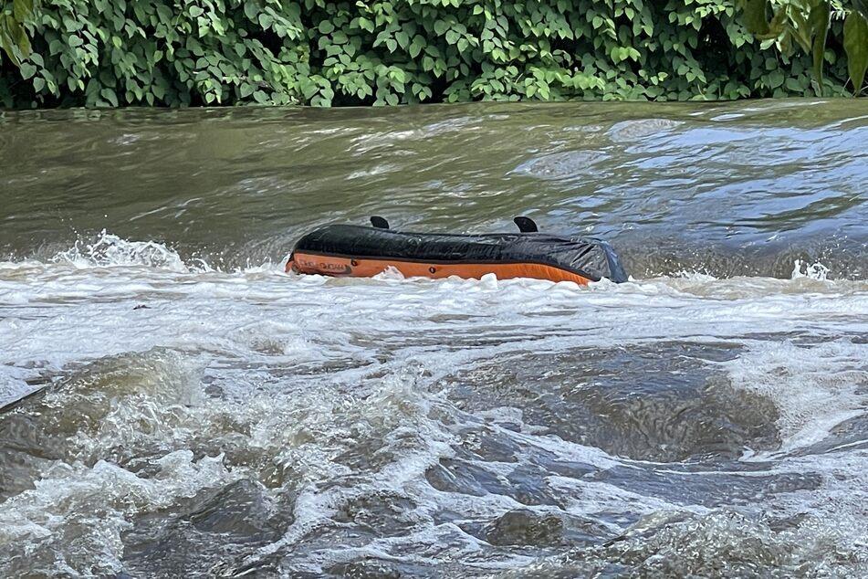 Ein 34-Jähriger ist am Samstag auf der Neiße bei Görlitz mit seinem Schlauchboot gekentert und wird seitdem vermisst.