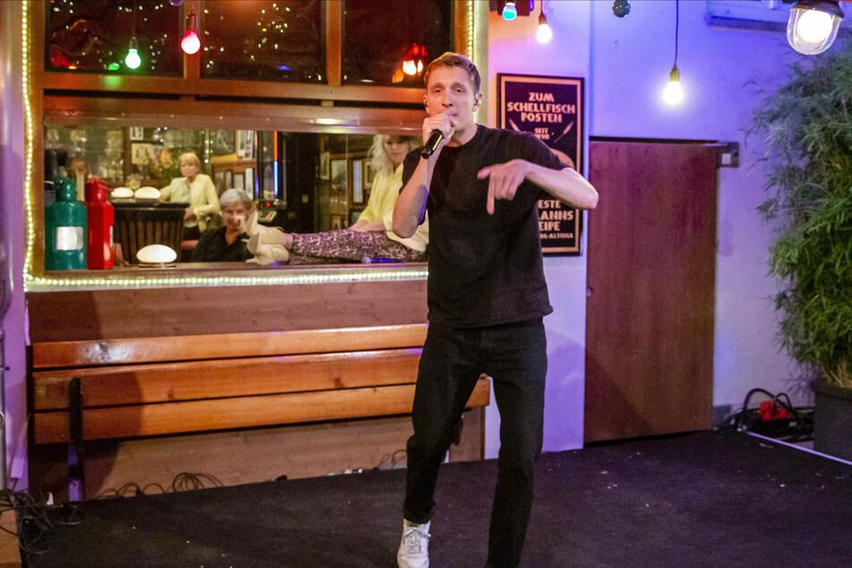 Der Rapper Kummer sorgt u.a. für die musikalische Untermalung des Abends.