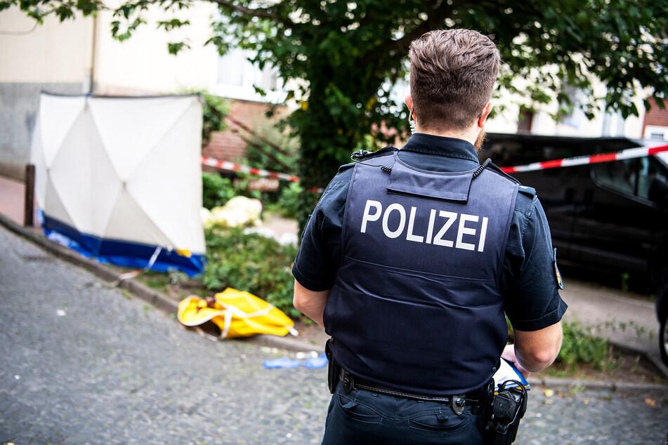 Polizisten suchten nach den Geflüchteten (Symbolbild).