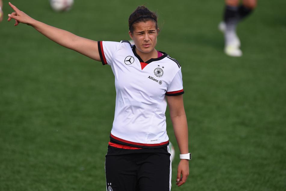 Lena Lotzen (27) wird nicht mehr für den 1. FC Köln spielen. Wegen ihrer Kreuzbandrisse hat sie ihre Karriere als Fußballerin beendet.