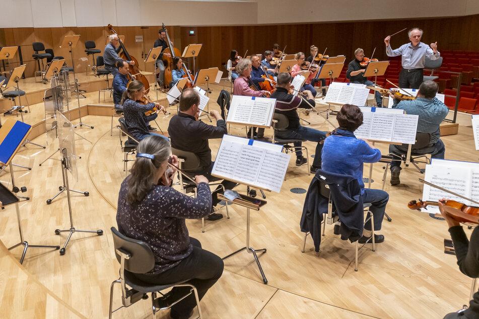 Nach coronabedingter Pause darf die Dresdner Philharmonie wieder vor Publikum spielen.