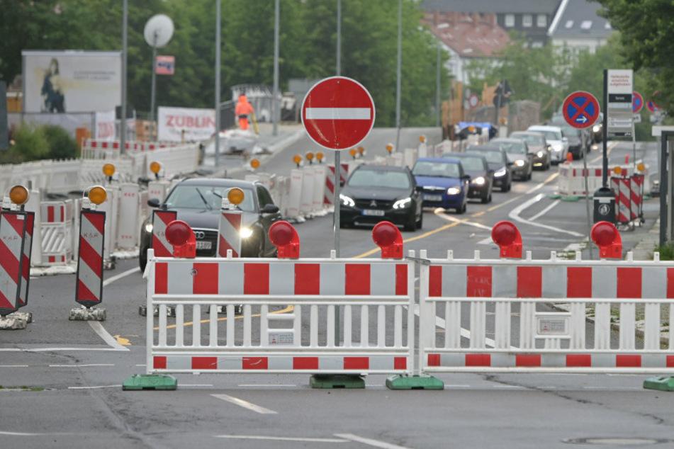 Autofahrer müssen sich in Chemnitz auf neue Sperrungen einstellen. (Archivbild)
