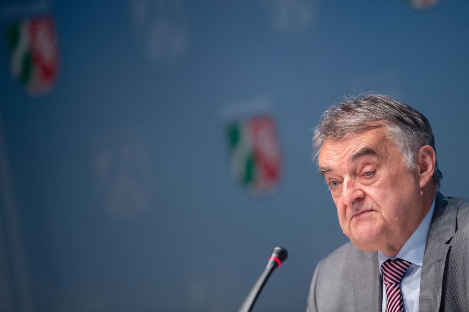 Drohbrief: NRW-Innenminister Reul erhielt Umschlag mit Patronenhülse