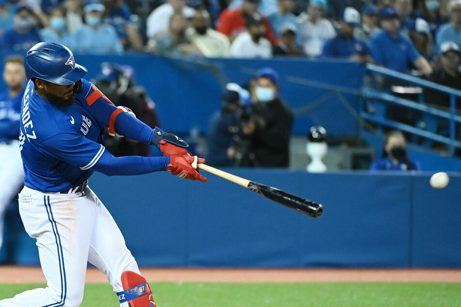 Teoscar Hernández had five hits in the Blue Jays' big win over the Rays on Monday night.